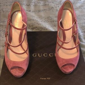 Gucci Suede platform shoes w straps